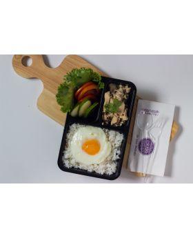 ข้าวไก่กระเทียมไข่ดาว  Rice with Garlic Chicken and Fried Egg